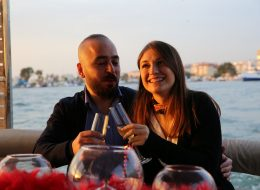 Teknede Şampanya