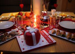 Butik Pasta Tasarımı ve Romantik Yemek Masası Süsleme