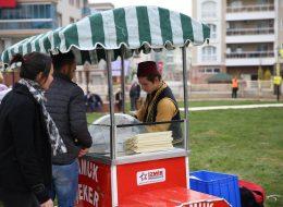 Geleneksel Kostümlü Pamuk Şekerci Kiralama İzmir