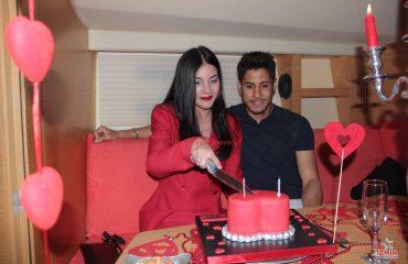 İzmirde Evlilik Teklifi Tekne Süsleme Ucan Balon Kırmızı Halı Yer Volkanı