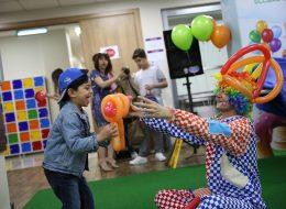 Sosis Balon Katlama ve Palyaço Eşliğinde Eğlenceli Açılış Organizasyonu