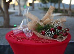 Alaçatı Değirmenlerde Evlilik Teklifi Organizasyonu Paketi Kırmızı Gül Buketi