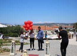 Fotoğraf ve Video Çekimi Alaçatı Değirmenlerde Evlenme Teklifi Organizasyonu