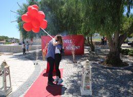 Uçan Balonlar ile Alaçatı Değirmenlerde Evlilik Teklifi Organizasyonu