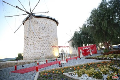 Alaçatı Değirmenlerde Evlilik Teklifi Organizasyonu İzmir Organizasyon