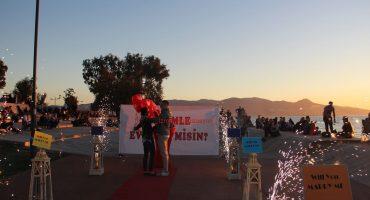 Bostanlı Gün Batımında Evlilik Teklifi Organizasyonu