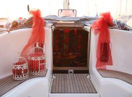 Çeşme Marina Çıkışlı Teknede Evlilik Teklifi Organizasyonu Tekne Süsleme