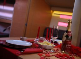 Teknede Evlilik Teklifi Organizasyonu Masa Süsleme Çeşme