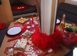Körfezde Evlenme Teklifi Organizasyonu Yemek Masası Süsleme