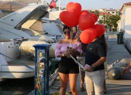Teknede Evlilik Teklifi Organizasyonu Kalpli Uçan Balon Buketi
