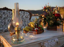 Foça'da Evlilik Teklifi Organizasyonu Özel Dekorlarla Süsleme
