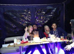 Arkadaşlarla Teknede Sürpriz Doğum Günü Organizasyonu İzmir