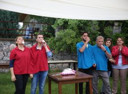 İkiz Tişört ile Yumurta Taşıma Yarışması İzmir