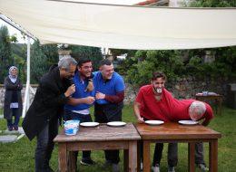Yoğurt Yeme Yarışması İkiz Tişört ile Yoğurt Yeme İzmir