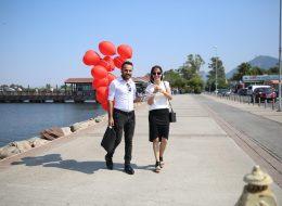 Deniz Kenarında Uçan Balonlar Eşliğinde Sürpriz Evlenme Teklifi Organizasyonu İzmir