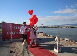 Dev Pankart Eşliğinde Evlilik Teklifi Organizasyonu İzmir