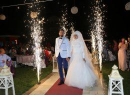 Kırmızı Halı ve Yer Volkanları Eşliğinde Düğün Organizasyonu İzmir