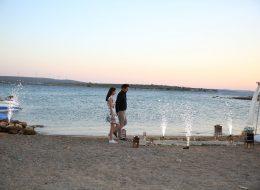 Denizci Fenerleri ve Yer Volkanları Eşliğinde Evlilik Teklifi Organizasyonu Çeşme