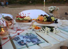 Masa Süsleme ve Adada Sürpriz Evlilik Teklifi Organizasyonu Çeşme