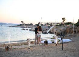Kargı ve Minder Dekorla Kumsalda Evlilik Teklifi Organizasyonu Çeşme