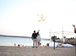Uçan Balonlar Eşliğinde Kumsalda Evlenme Teklifi Organizasyonu