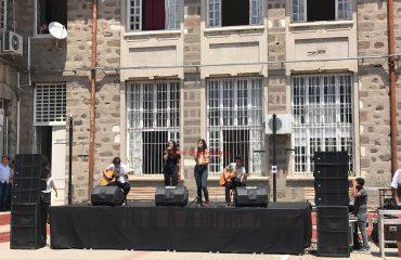 İzmir Kız Lisesi Şenlik Organizasyonu Sahne Kiralama ve Müzik Grubu Dinletisi