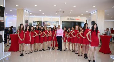 İzmir Açılış Organizasyonlarında Hostes ve Garson İzmir Organizasyon