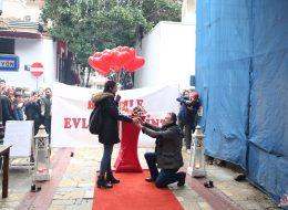 Dev Pankartla Evlilik Teklifi Organizasyonu
