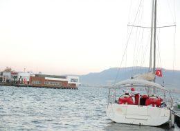 Karşıyaka Yelken Kulübü'nde Evlilik Teklifi Organizasyonu Tekne Kiralama
