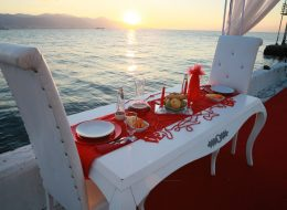 İzmir Evlilik Teklifi Organizasyonu Yemek Masası Süsleme