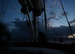 Tekne ile Körfez Turu ve Havai Fişek Gösterisi İzmir