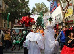 İzmir Kostümlü Karakterler Kiralama Tahta Bacak Gösterisi