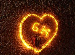 Kalp Figürü ile Kumsalda Evlilik Teklifi Organizasyonu