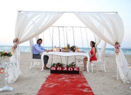Sahilde Dev Kalp Figürü ve Havai Fişekli Evlilik Teklifi Organizasyonu