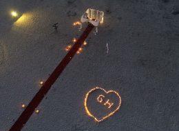Dev Kalp Figürü ve Havai Fişek Gösterisi Eşliğinde Kumsalda Evlilik Teklifi Organizasyonu Çeşme