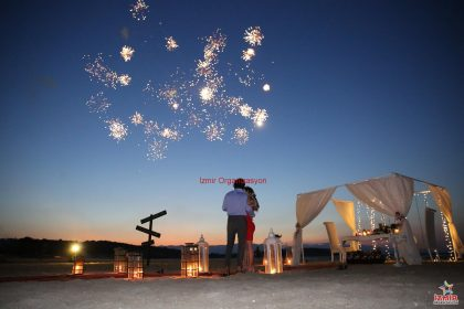 Kumsalda Evlilik Teklifi Organizasyonu Paketi İzmir Organizasyon