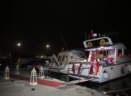 Kırmızı Halı ile Yürüyüş Yolu Denizci Fenerleri ve Tekne Süsleme
