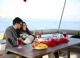 Masa Süsleme ve Mutluluk Teknesinde Evlilik Teklifi Organizasyonu