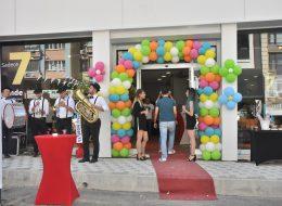Karşılama Hostesi Kiralama ve Kapı Takı Balon Süsleme İzmir Organizasyon