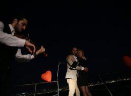 Keman ve Havai Fişek Eşliğinde Teknede Evlenme Teklifi Organizasyonu