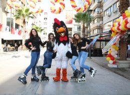 Palyaçolu Animasyonlu Açılış Organizasyonları Tavuk Maskot Kiralama