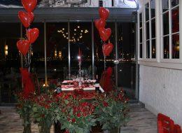 İzmir Kırmızı Kalpli Uçan Balon Süsleme