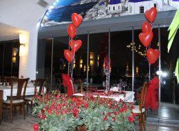 Kırmızı Güller ile Restoranda Romantik Evlilik Teklifi Organizasyonu