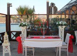 Masa Süsleme Detayları ve Restoranda Evlilik Teklifi Organizasyonu