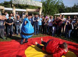 Sumo Güreşi Oyunu ve Rakibin Düştüğü An İzmir