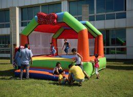 Papyonlu Zıp Zıp Şişme Oyun Parkurunda Keyifli Anlar