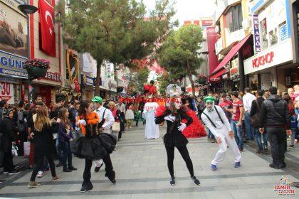 İzmir Varyete Grubu ve Bandolu Kortej Ekibi İzmir Organizasyon