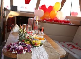 Yatta Sürpriz Doğum Günü Organizasyonu Tekne İçi Süsleme