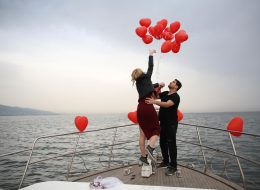 Körfez Turu ve Teknede Uçan Balonlarla Doğum Günü Organizasyonu